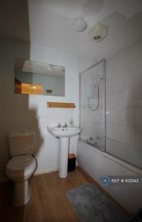 Bathroom (Excuse Poor Lighting!)
