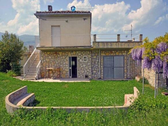 2 bedroom cottage for sale in Vicoli, Pescara, Abruzzo, Italy