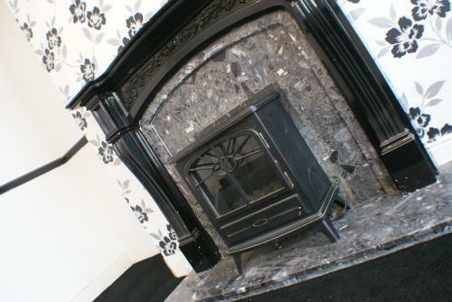 Lounge: Fireplace