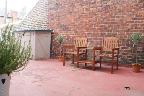 Private Patio Yard & Parking