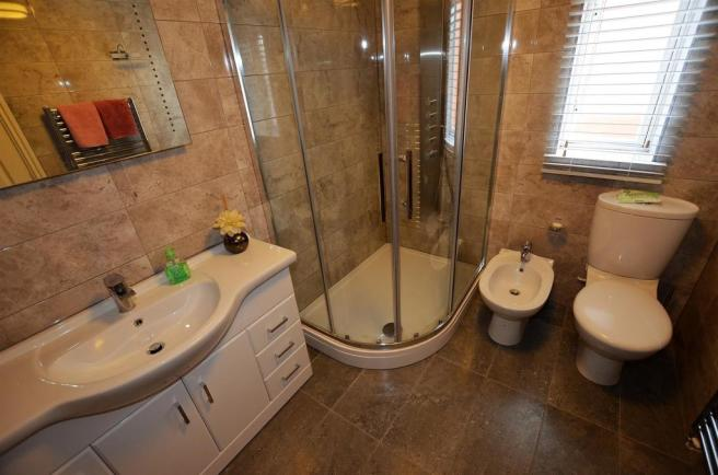 Shower Room/En Suite
