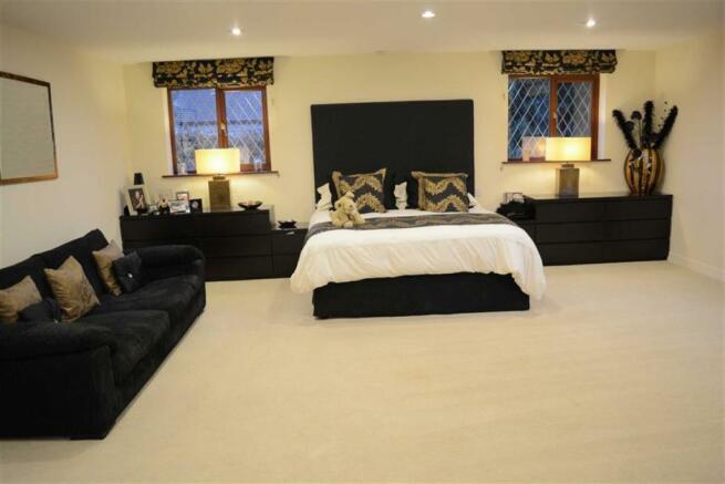 Master bedroom (front)