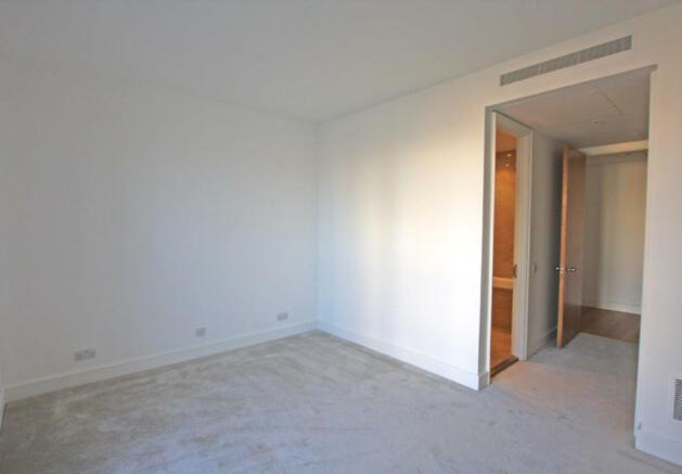 Bedroom and En su...