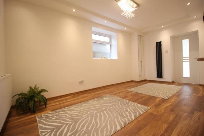 Open planed lounge/kitchen
