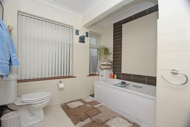 45a Lynmouth Drive Bathroom.jpg
