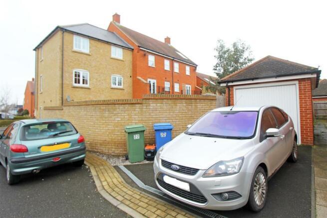 Iris DriveNA - Parking.jpg