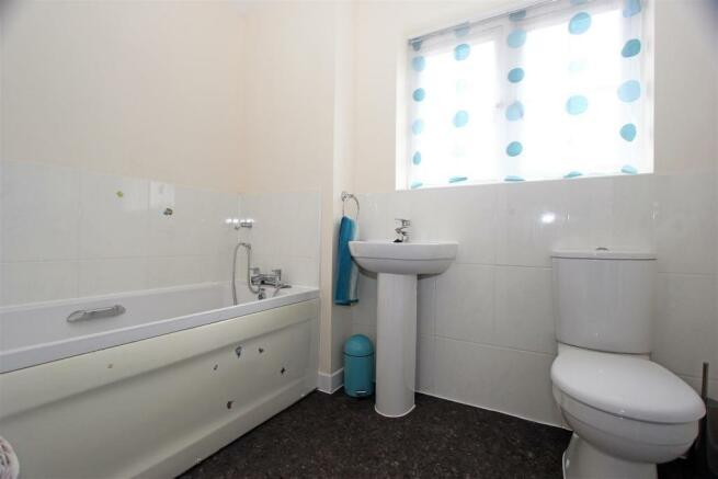 Iris DriveNA - Bathroom.jpg