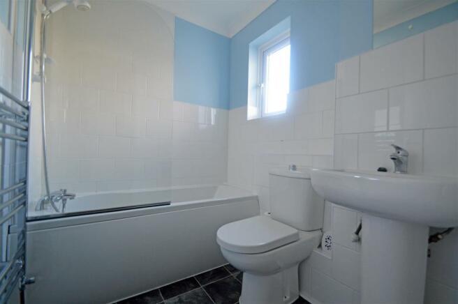 HarrierDriveCO - Bathroom.jpg