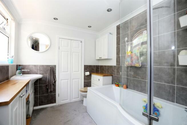 StaplehurstRdTIL-Bathroom.jpg