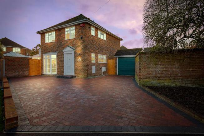 3 Bedroom Detached House For Sale In Morris Court Close