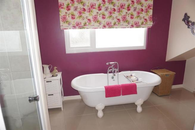Large En Suite Bathroom