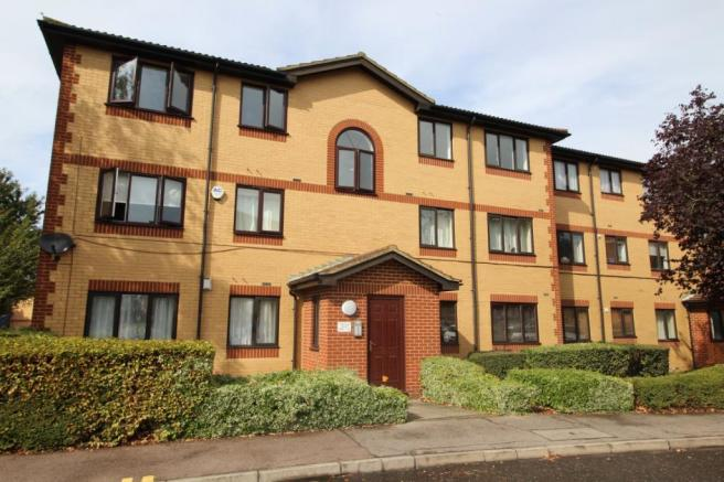 1 bedroom flat for sale in Thistle Court, Churchill Close ...