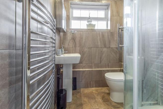 Family Bathroom / WC