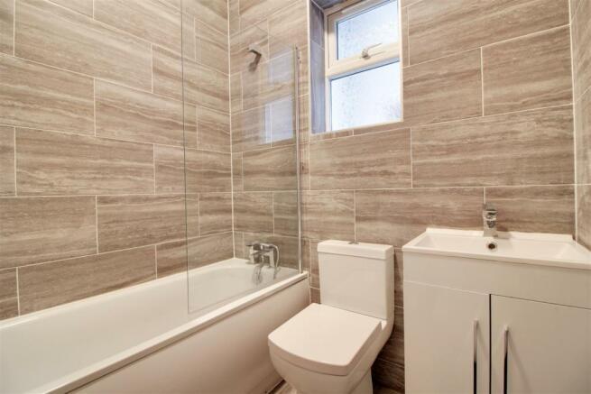 Flat 1 Bathroom.jpg