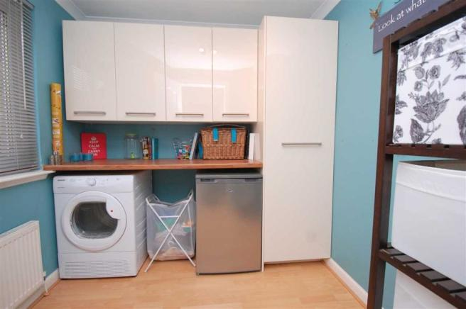 LAUNDRY ROOM/BEDROOM