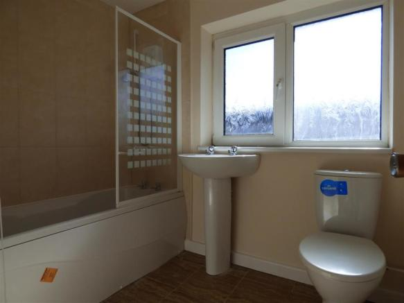 30 Somerset Way Bathroom I .JPG