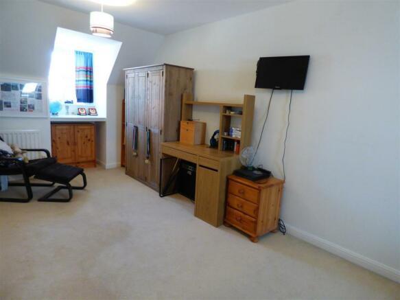 BEDROOM 4/OFFICE/GAMES ROOM