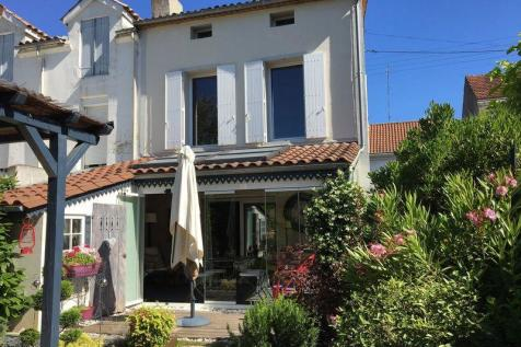 Property For Sale in Bergerac - Rightmove on barcelona house, norway house, ukraine house, israel house, monaco house, nice house, bordeaux house, athens house, england house, marseille france beach house, venice house,