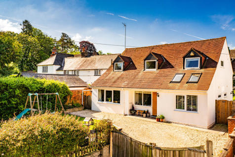 Properties For Sale in Goring Flats & Houses For Sale in Goring