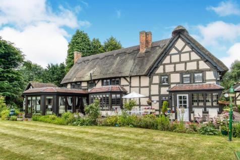 Properties For Sale in Redditch - Flats & Houses For Sale in