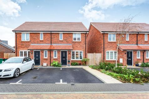 2 Bedroom Semi Detached House For Sale Robinson Crescent Crawley
