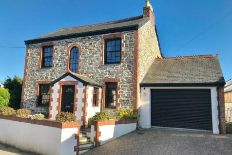 Properties For Sale in Wadebridge - Flats & Houses For Sale