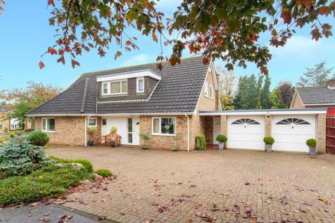 Detached houses for sale in letchworth garden city rightmove for Letchworth swimming pool prices