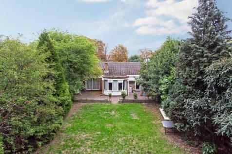 Properties For Sale in Wanstead - Flats & Houses For Sale in