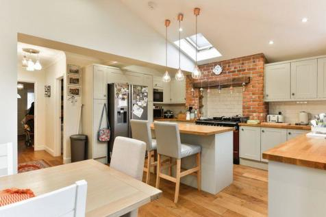Properties To Rent In Chessington Flats Houses To Rent In Magnificent 2 Bedroom Flat For Rent In London Creative Decoration