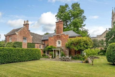 Properties For Sale in Bourne - Flats & Houses For Sale in