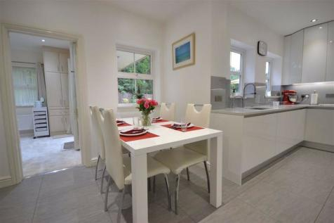 Properties For Sale in Cockfosters - Flats & Houses For Sale
