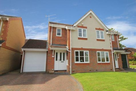 2 Bedroom Houses For Sale In Maidenbower Crawley West Sus