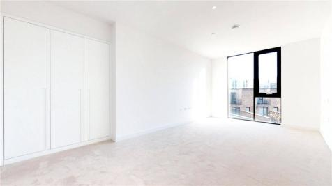 Admiralty, N Woolwich Road, E16. 3 bedroom flat for sale