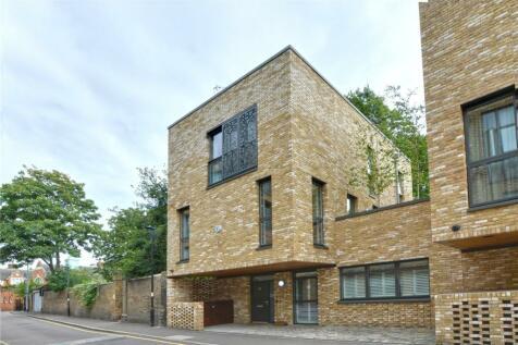Bardsley Lane, London, SE10. 4 bedroom end of terrace house