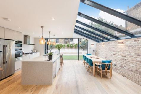 Roxwell Road W12. 6 bedroom terraced house for sale