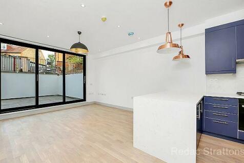 Castlebar Road, Ealing, London W5. 3 bedroom flat