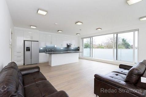 Elm Avenue, Ealing, London W5. 3 bedroom flat