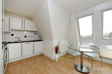 Uxbridge Road, (Park West), Ealing, London W5. 2 bedroom penthouse