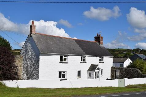 Manhay, Helston. 3 bedroom farm house