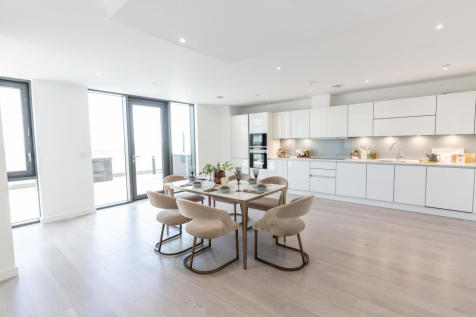 City North, Finsbury Park, N4. 4 bedroom apartment for sale