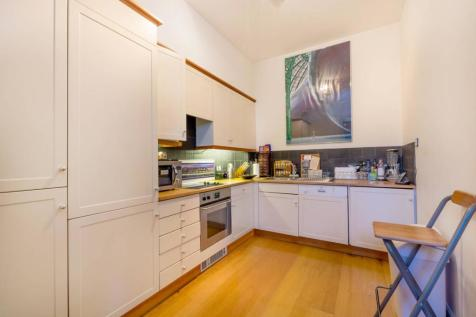 Christchurch, Kew, Richmond, TW9. 2 bedroom flat for sale