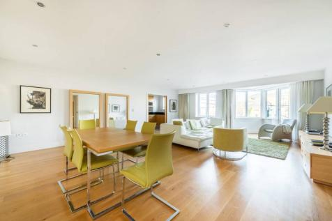 Strand Drive, Kew, Richmond, TW9. 3 bedroom flat for sale