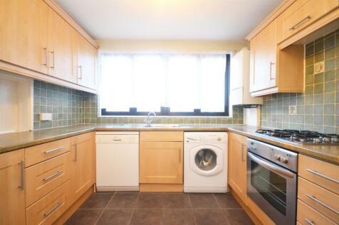 Summerwood Road, Isleworth. 3 bedroom flat