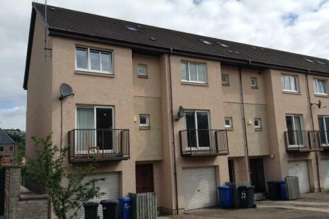 39 Larch Street, Dundee DD1 5NQ. 4 bedroom flat