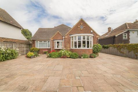 South Canterbury Road, Canterbury. 4 bedroom detached bungalow