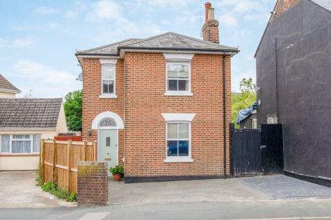 Ipswich Road, Colchester. 3 bedroom detached house