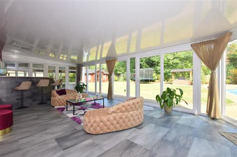 Long Meadow, Hutton, Brentwood, Essex. 5 bedroom detached house for sale