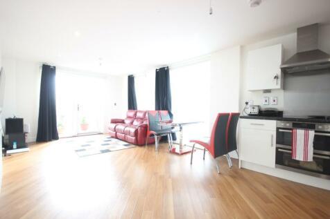 Canterbury House, Barking Academy, Dagenham, RM8 2FG. 3 bedroom apartment