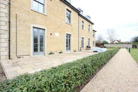 Crown Drive, Farnham Royal, Crown Drive, SL2 3EE. 2 bedroom flat