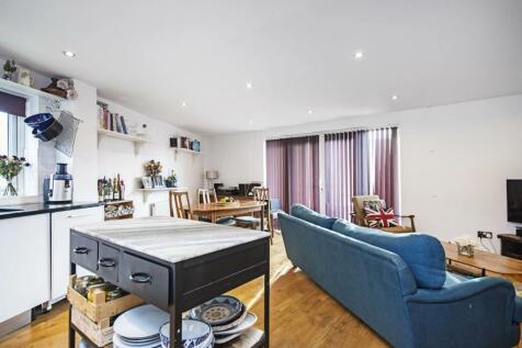 Albion Drive, London Fields, London, E8. 3 bedroom flat